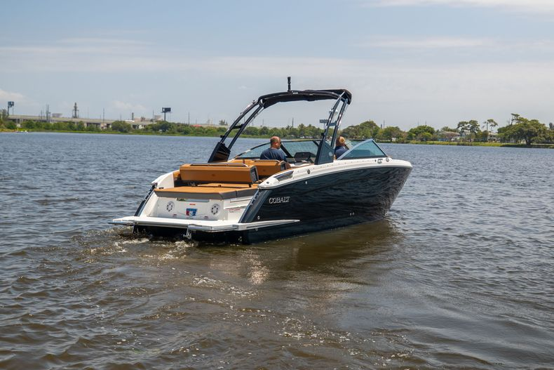 Thumbnail 37 for New 2021 Cobalt R8 boat for sale in Aventura, FL