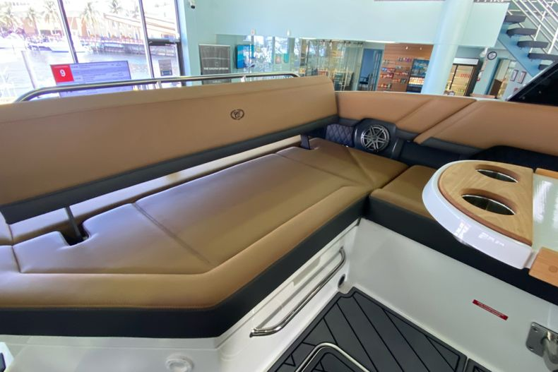 Thumbnail 11 for New 2021 Cobalt R8 boat for sale in Aventura, FL