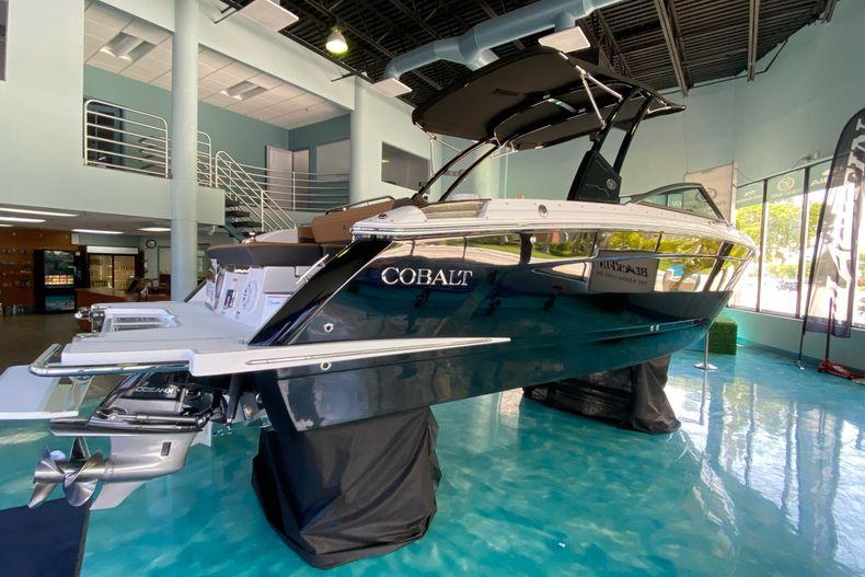 Thumbnail 3 for New 2021 Cobalt R8 boat for sale in Aventura, FL