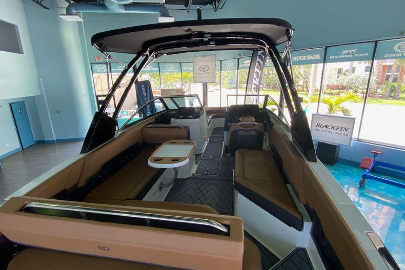 Thumbnail 9 for New 2021 Cobalt R8 boat for sale in Aventura, FL