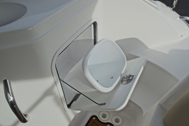 Thumbnail 21 for New 2017 Hurricane SunDeck SD 2200 DC OB boat for sale in West Palm Beach, FL