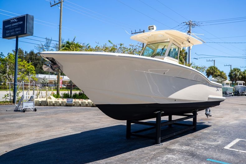 Thumbnail 4 for Used 2013 Scout 275 XSF boat for sale in West Palm Beach, FL