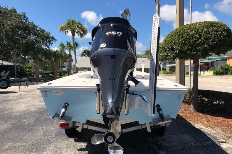 Thumbnail 3 for New 2021 Hewes Redfisher 21 boat for sale in Vero Beach, FL