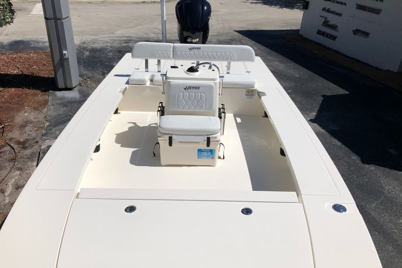 Thumbnail 13 for New 2021 Hewes Redfisher 21 boat for sale in Vero Beach, FL
