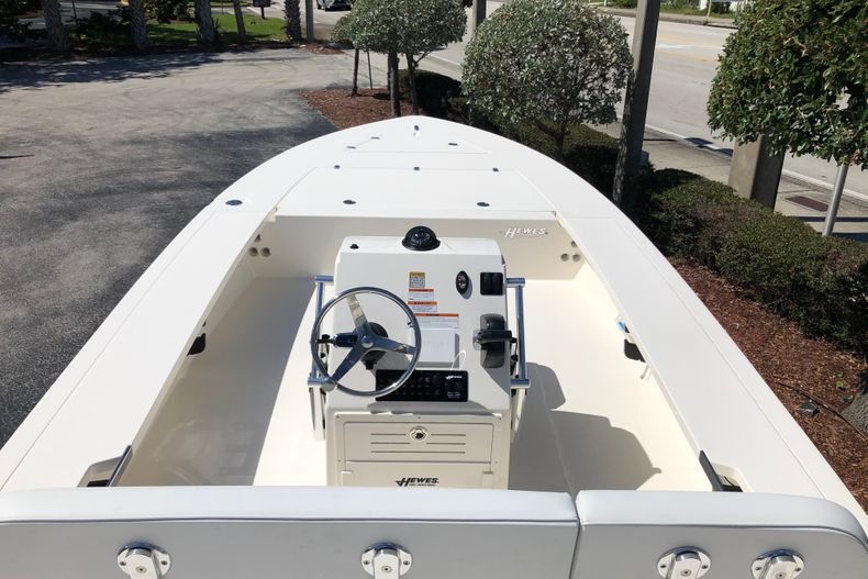 Thumbnail 10 for New 2021 Hewes Redfisher 21 boat for sale in Vero Beach, FL