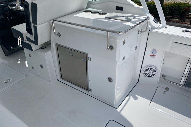 Thumbnail 8 for New 2022 Blackfin 272DC boat for sale in Aventura, FL