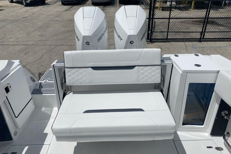 Thumbnail 7 for New 2022 Blackfin 272DC boat for sale in Aventura, FL