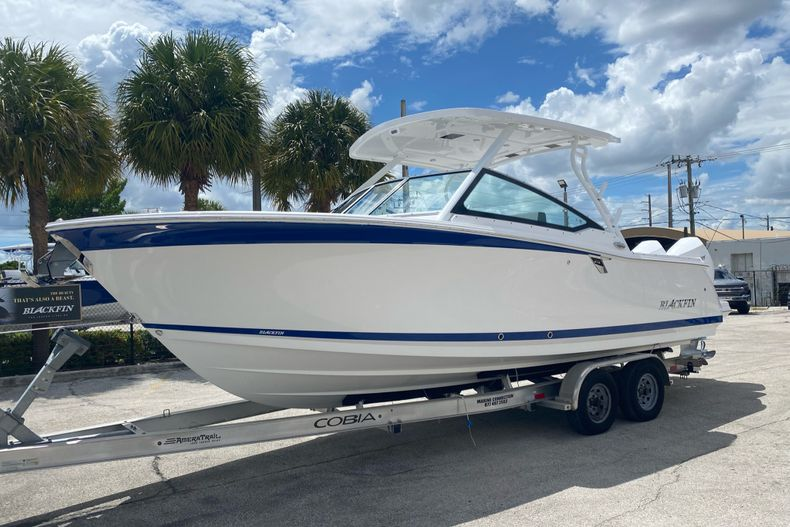 Thumbnail 1 for New 2022 Blackfin 272DC boat for sale in Aventura, FL