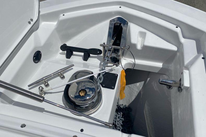 Thumbnail 16 for New 2022 Blackfin 272DC boat for sale in Aventura, FL