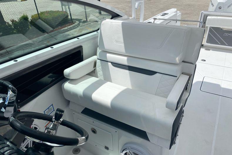 Thumbnail 11 for New 2022 Blackfin 272DC boat for sale in Aventura, FL