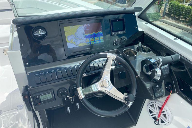 Thumbnail 10 for New 2022 Blackfin 272DC boat for sale in Aventura, FL