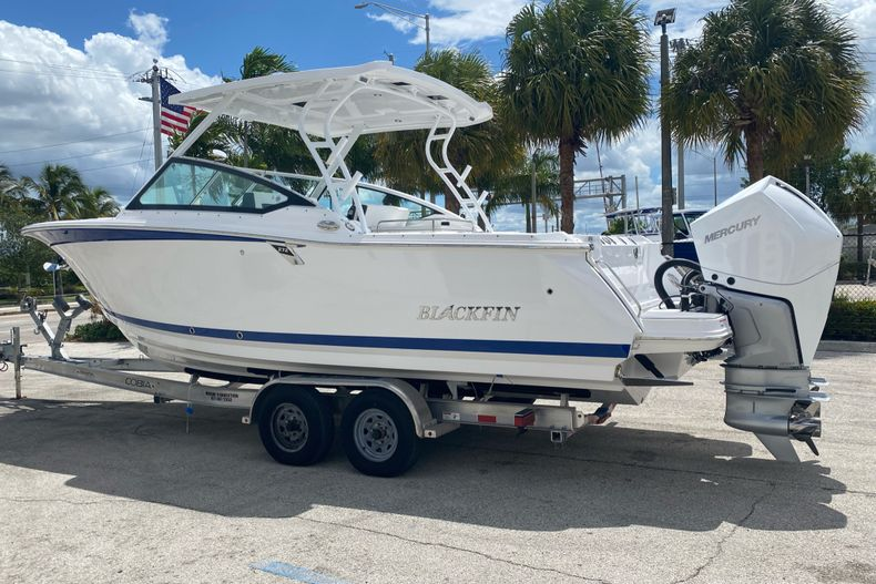 Thumbnail 2 for New 2022 Blackfin 272DC boat for sale in Aventura, FL