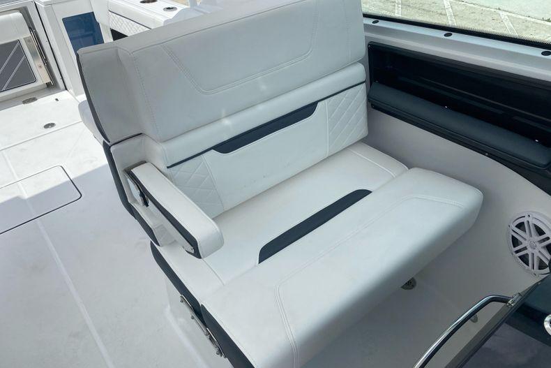 Thumbnail 14 for New 2022 Blackfin 272DC boat for sale in Aventura, FL