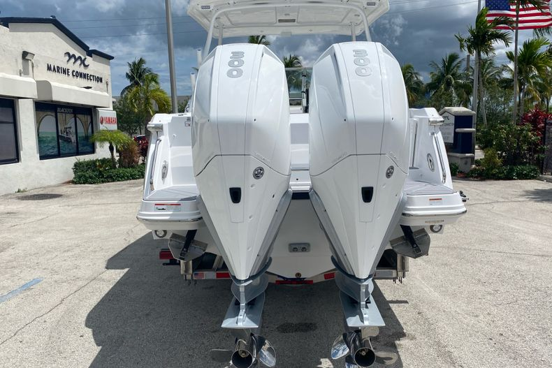 Thumbnail 3 for New 2022 Blackfin 272DC boat for sale in Aventura, FL