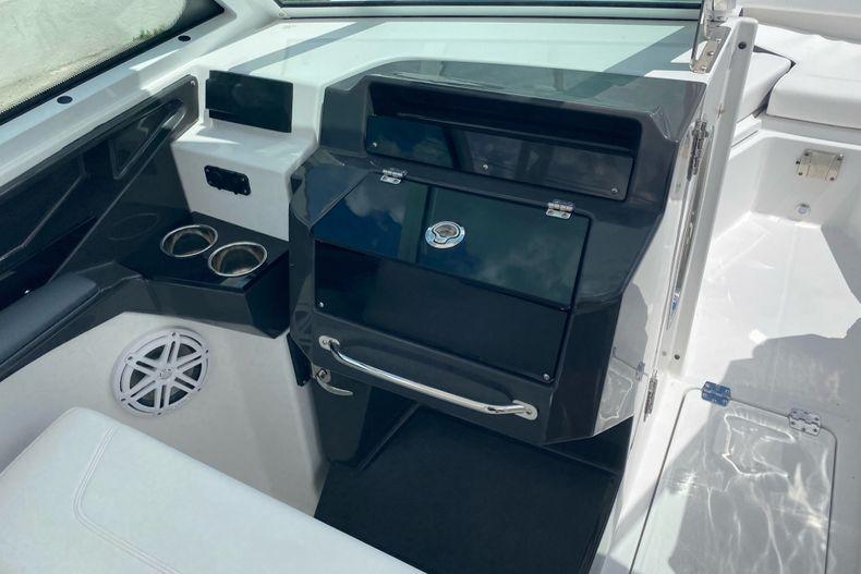 Thumbnail 12 for New 2022 Blackfin 272DC boat for sale in Aventura, FL