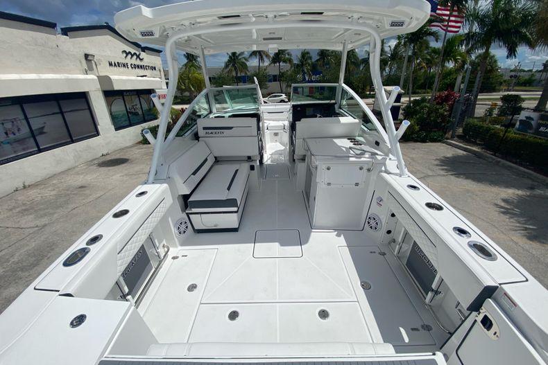 Thumbnail 5 for New 2022 Blackfin 272DC boat for sale in Aventura, FL