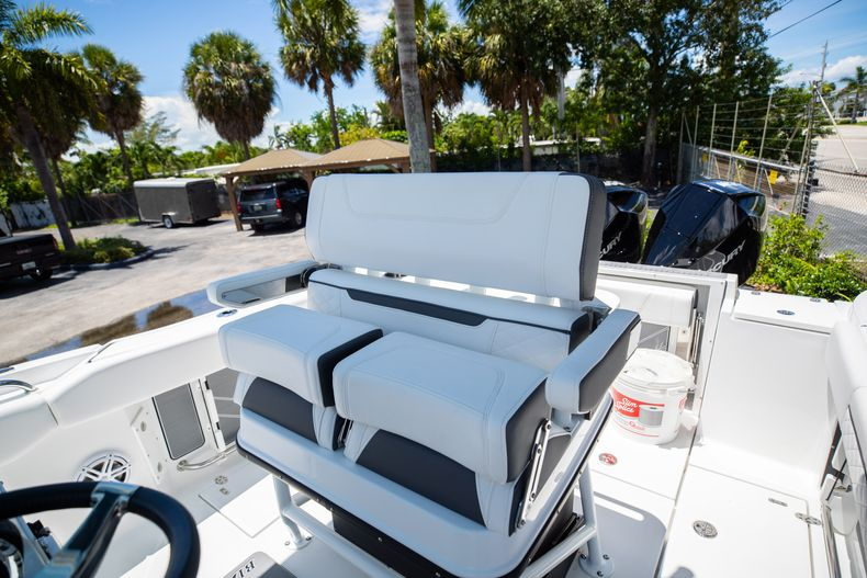 Thumbnail 4 for New 2022 Blackfin 252CC boat for sale in Vero Beach, FL