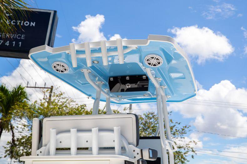 Thumbnail 2 for New 2022 Blackfin 252CC boat for sale in Vero Beach, FL