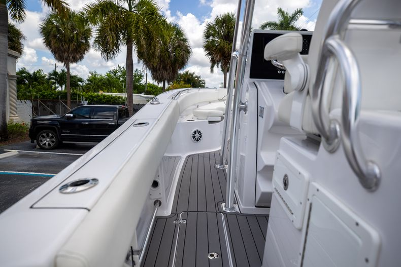 Thumbnail 27 for Used 2018 Sportsman 282 Center Console boat for sale in West Palm Beach, FL