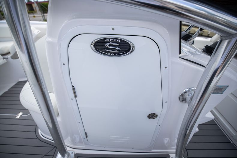 Thumbnail 44 for Used 2018 Sportsman 282 Center Console boat for sale in West Palm Beach, FL