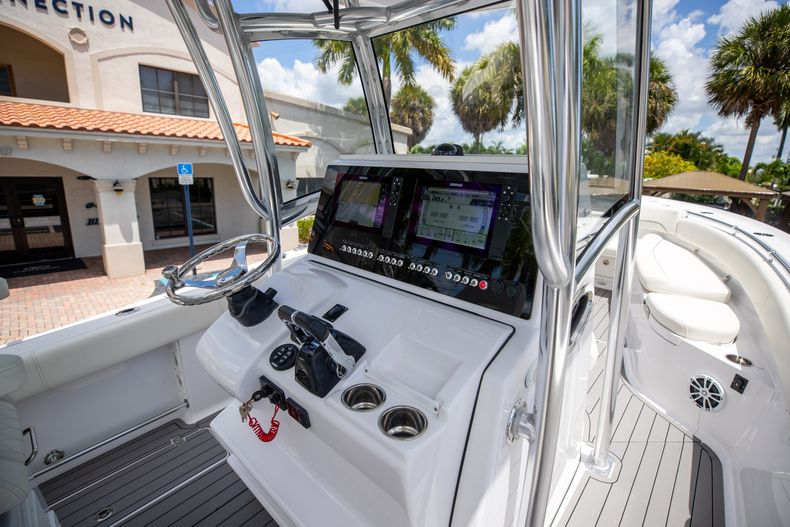 Thumbnail 31 for Used 2018 Sportsman 282 Center Console boat for sale in West Palm Beach, FL