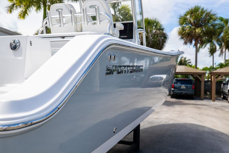 Thumbnail 11 for Used 2018 Sportsman 282 Center Console boat for sale in West Palm Beach, FL
