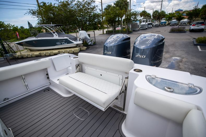 Thumbnail 18 for Used 2018 Sportsman 282 Center Console boat for sale in West Palm Beach, FL