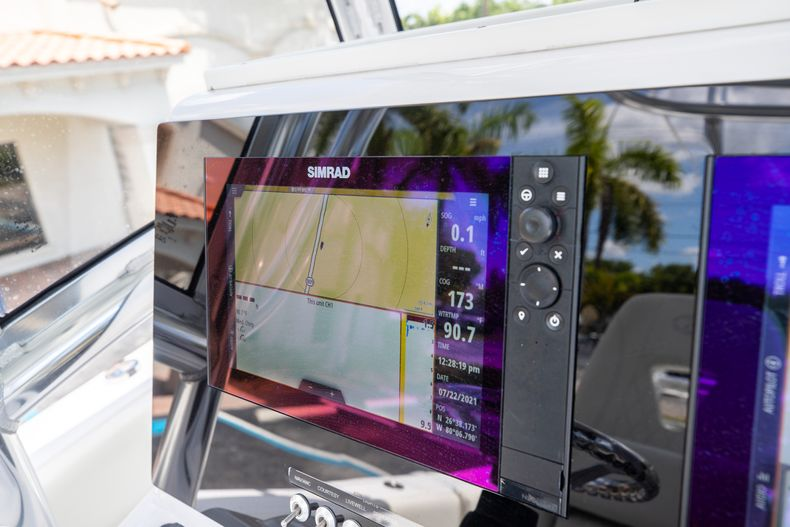 Thumbnail 33 for Used 2018 Sportsman 282 Center Console boat for sale in West Palm Beach, FL