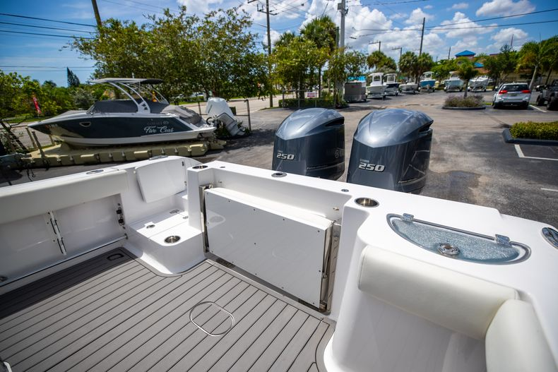 Thumbnail 17 for Used 2018 Sportsman 282 Center Console boat for sale in West Palm Beach, FL
