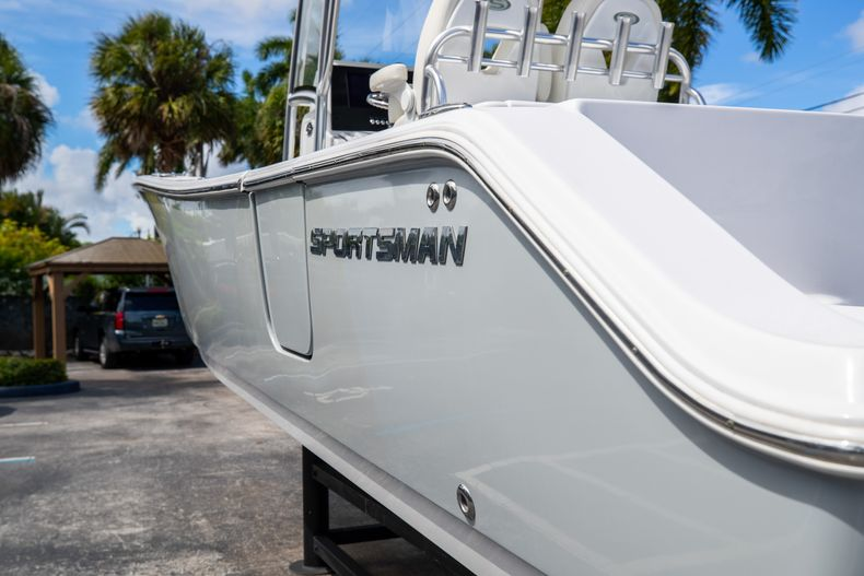 Thumbnail 8 for Used 2018 Sportsman 282 Center Console boat for sale in West Palm Beach, FL