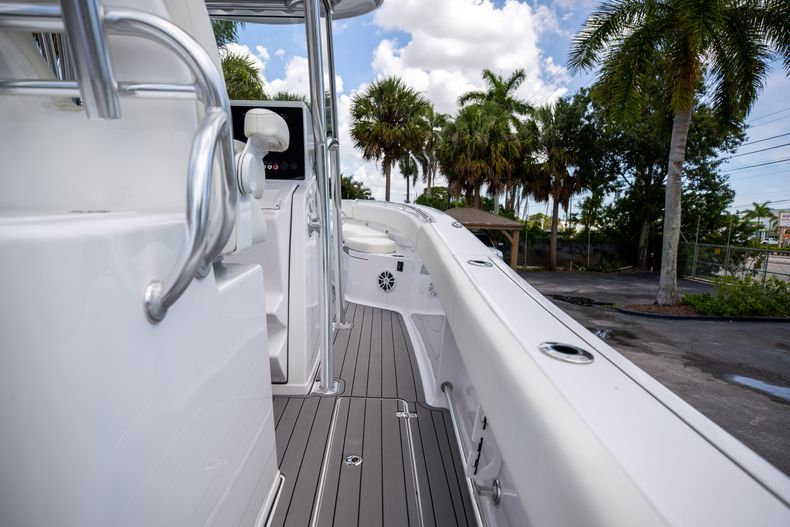 Thumbnail 20 for Used 2018 Sportsman 282 Center Console boat for sale in West Palm Beach, FL