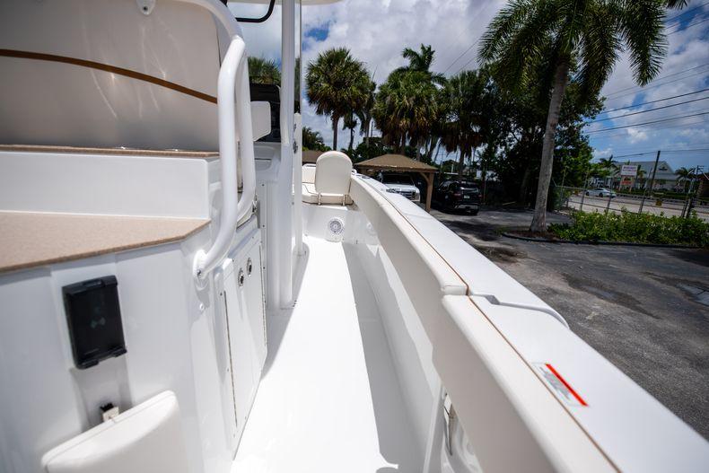 Thumbnail 15 for New 2022 Sea Hunt Escape 25 boat for sale in Vero Beach, FL