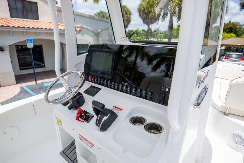 Thumbnail 25 for New 2022 Sea Hunt Escape 25 boat for sale in Vero Beach, FL