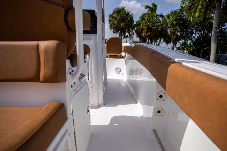 Thumbnail 15 for New 2022 Sea Hunt Ultra 255 SE boat for sale in West Palm Beach, FL
