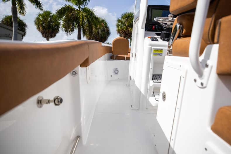 Thumbnail 22 for New 2022 Sea Hunt Ultra 255 SE boat for sale in West Palm Beach, FL