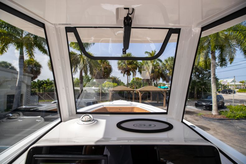 Thumbnail 29 for New 2022 Sea Hunt Ultra 255 SE boat for sale in West Palm Beach, FL