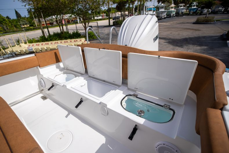 Thumbnail 14 for New 2022 Sea Hunt Ultra 255 SE boat for sale in West Palm Beach, FL