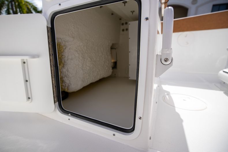 Thumbnail 17 for New 2022 Sea Hunt Ultra 255 SE boat for sale in West Palm Beach, FL