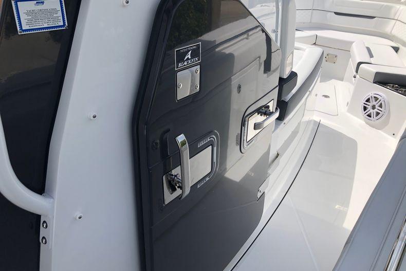 Thumbnail 13 for New 2022 Blackfin 332CC boat for sale in Vero Beach, FL