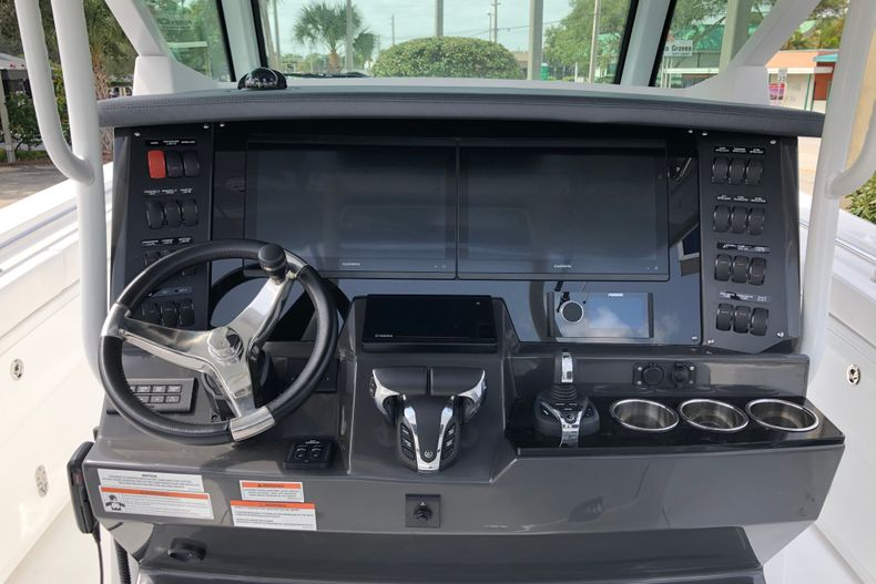 Thumbnail 12 for New 2022 Blackfin 332CC boat for sale in Vero Beach, FL