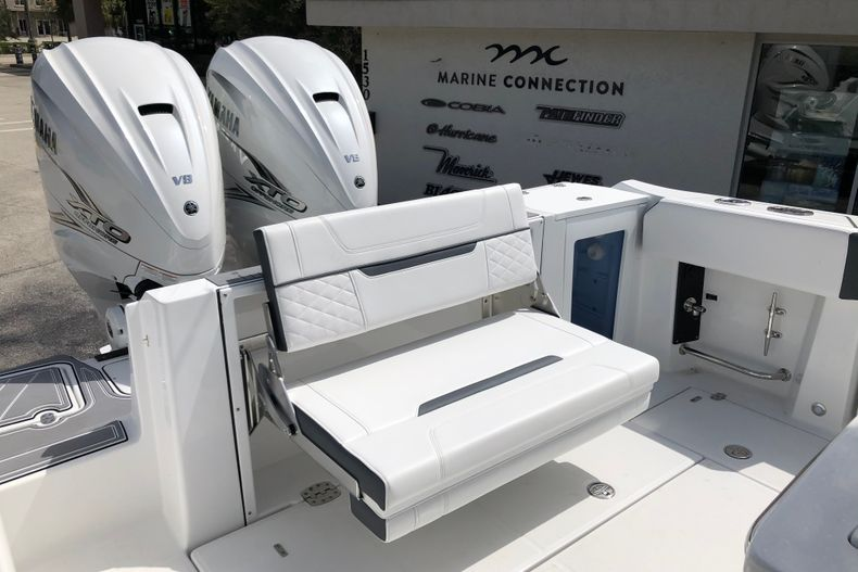 Thumbnail 27 for New 2022 Blackfin 332CC boat for sale in Vero Beach, FL