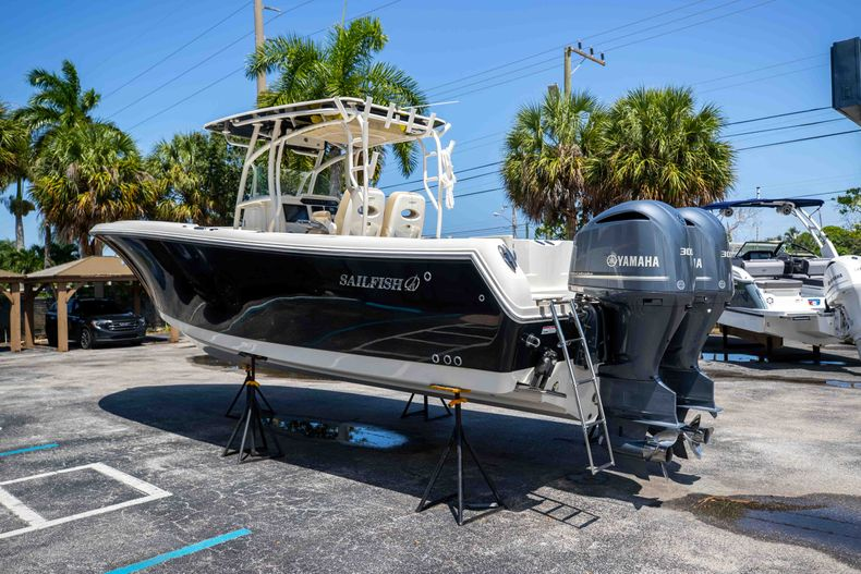 Thumbnail 7 for Used 2017 Sailfish 320CC boat for sale in West Palm Beach, FL
