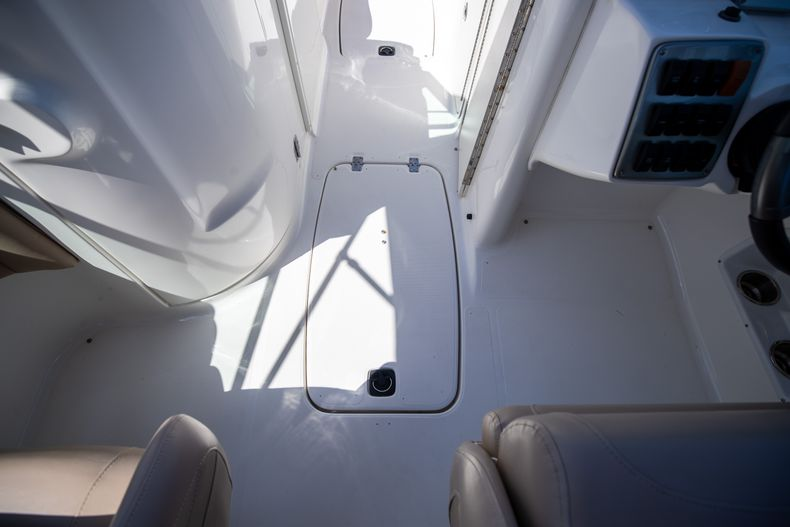 Thumbnail 34 for Used 2015 Hurricane SunDeck SD 2400 OB boat for sale in West Palm Beach, FL