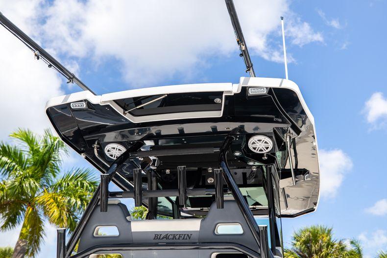 Thumbnail 12 for Used 2021 Blackfin 332CC boat for sale in Islamorada, FL