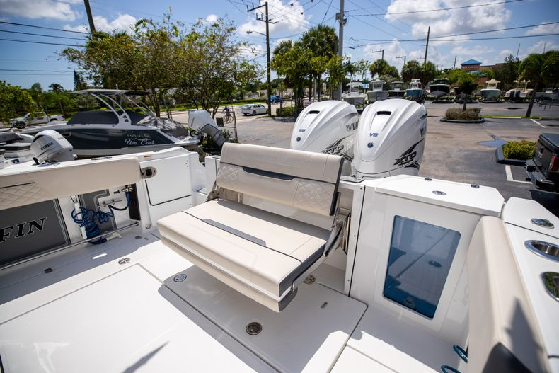 Thumbnail 17 for Used 2021 Blackfin 332CC boat for sale in Islamorada, FL