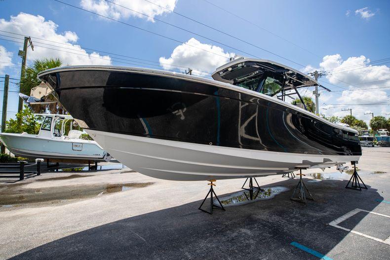 Thumbnail 4 for Used 2021 Blackfin 332CC boat for sale in Islamorada, FL