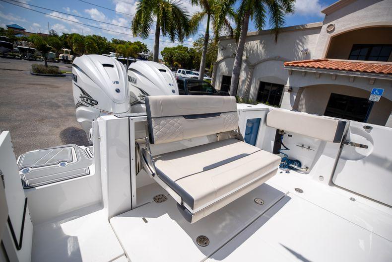 Thumbnail 15 for Used 2021 Blackfin 332CC boat for sale in Islamorada, FL