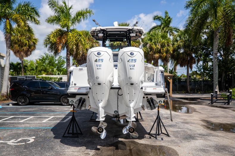 Thumbnail 9 for Used 2021 Blackfin 332CC boat for sale in Islamorada, FL