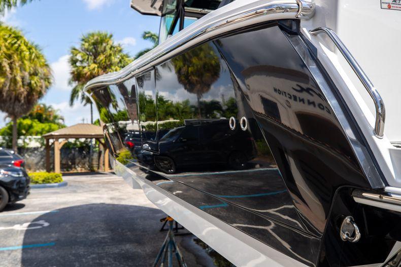 Thumbnail 8 for Used 2021 Blackfin 332CC boat for sale in Islamorada, FL
