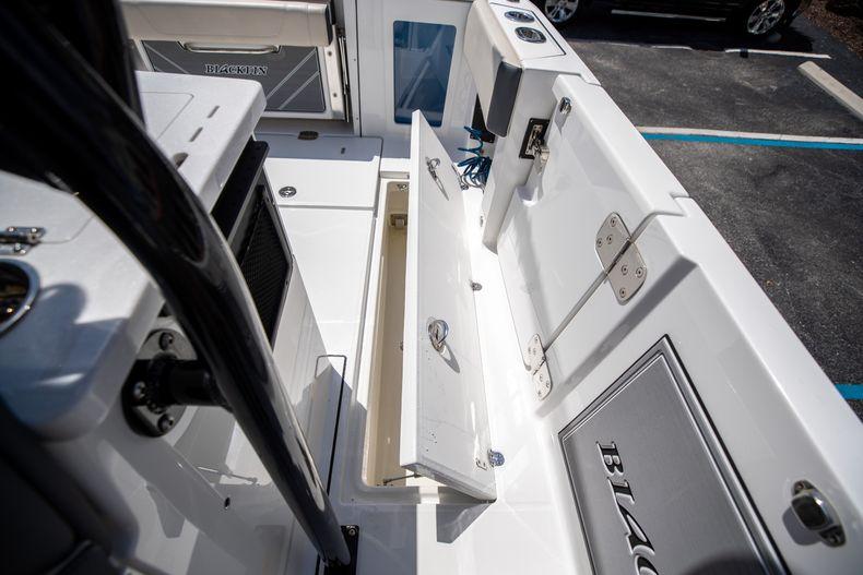 Thumbnail 33 for Used 2021 Blackfin 332CC boat for sale in Islamorada, FL